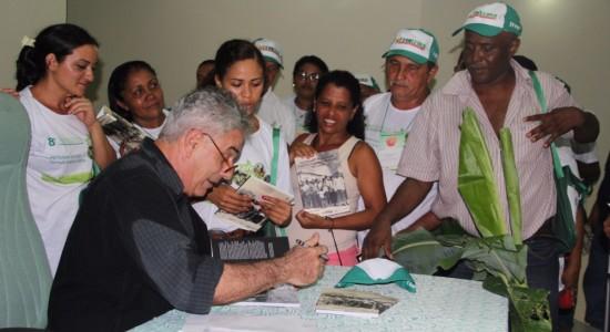 """LANÇAMENTO DA TERCEIRA EDIÇÃO DE """"Autonomia e Mobilização Política dos camponeses no Maranhão"""" no 8º Congresso da FETAEMA, São Luís, junho de 2016"""