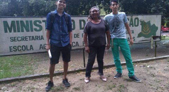 LIDERANÇA DA FEDERAÇÃO DAS ORGANIZAÇÕES QUILOMBOLAS DO MUNICÍPIO DE BARREIRINHA (FOQMB/Barreirinha-AM), MARIA AMÉLIA DOS SANTOS CASTRO, REALIZA MATRÍCULA NO CURSO SUPERIOR EM AGROECOLOGIA