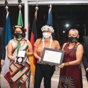 Nara Baré recebe o Prêmio Franco-Alemão de Diretos Humanos e do Estado de Direto